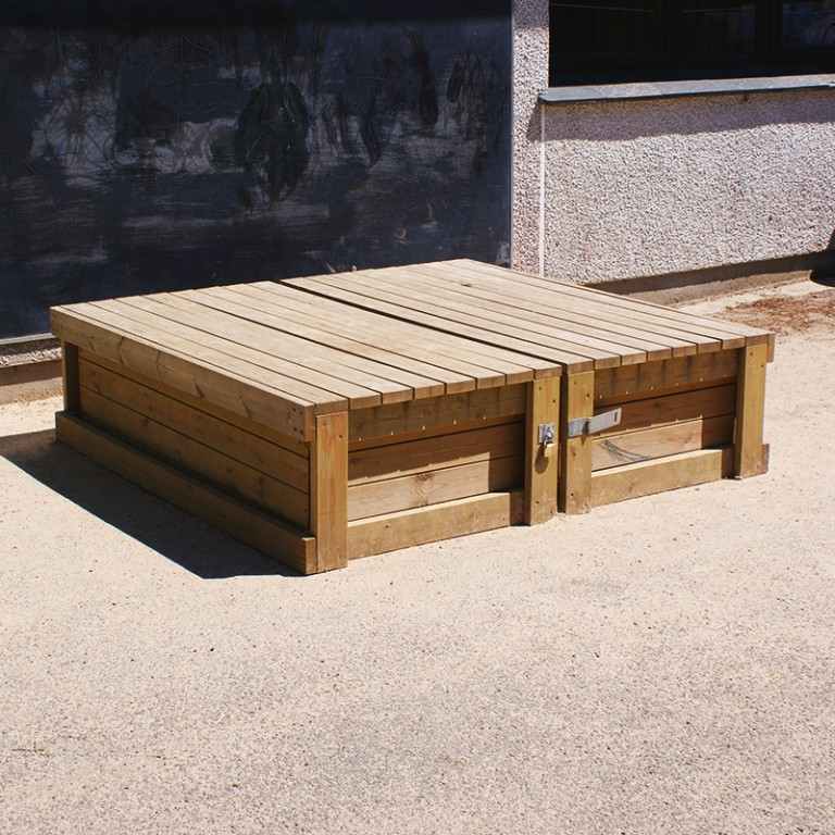 WoodenCoveredSandpit Sand&Water