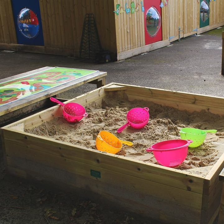 WoodenCoveredSandpitwithGametops Sand&Water